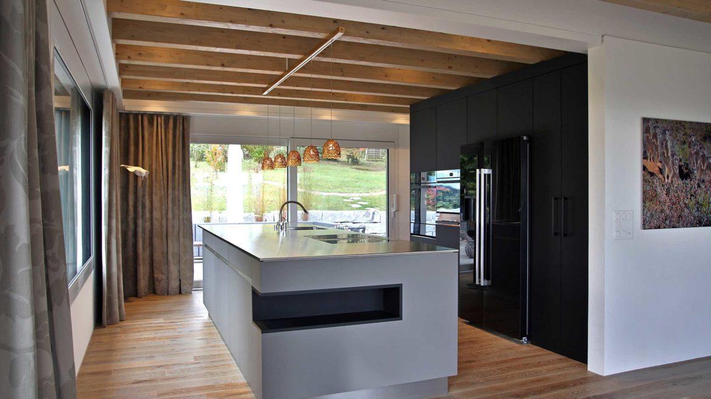 frisch ab werkbank highlights in k che bad und korridor friedli ausbau. Black Bedroom Furniture Sets. Home Design Ideas